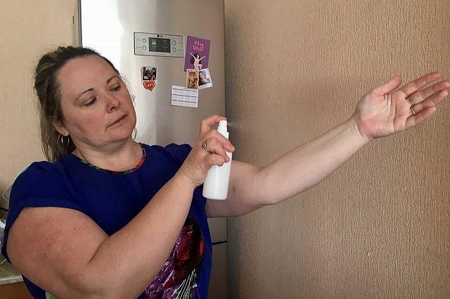 Когда негде вымыть руки с мылом, используйте антисептик.
