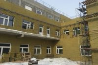 Такие госпитали строят по всей стране.