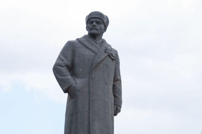 Минусинск. Ленин в шапке.