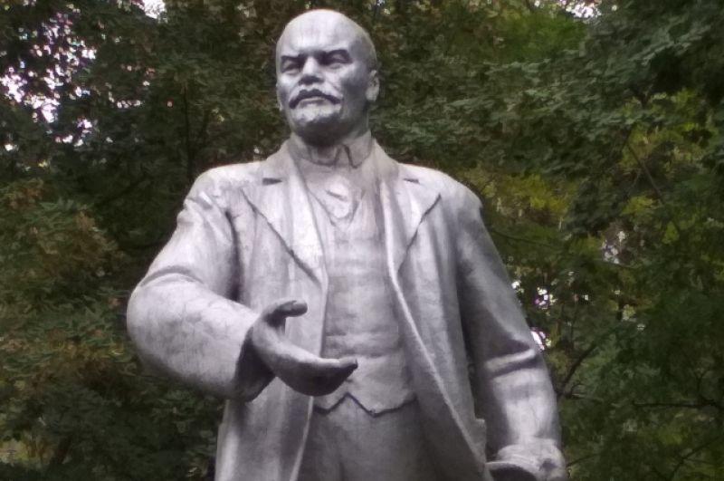 Геленждик. «Танцующий» Ленин.