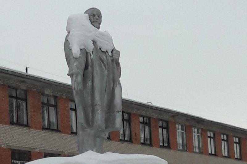 Ленин на территории аграрного университета. Омск.