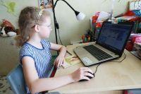 Уже неделю алтайские школьники учатся дистанционно.