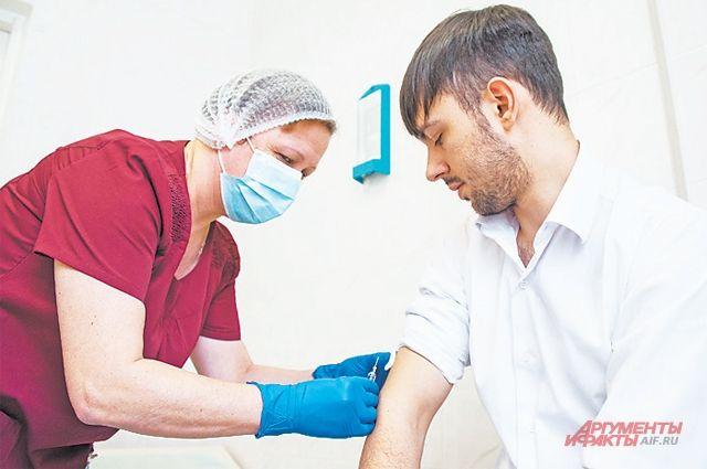 Вакцинация проводится в больницах по записи.