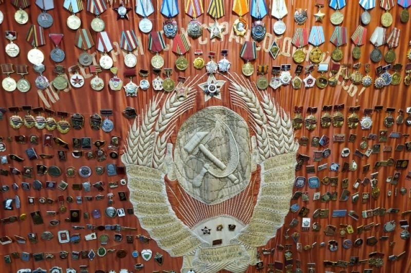 В коллекции около сотни значков, медалей и орденов.