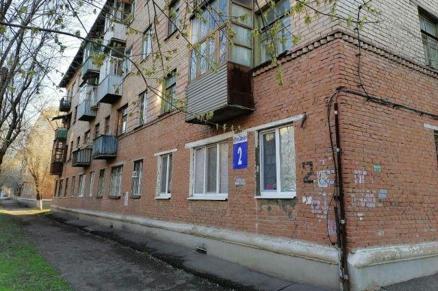 В Оренбурге жильцы дома №2 по улице 60 лет Октября вновь могут выйти на улицу