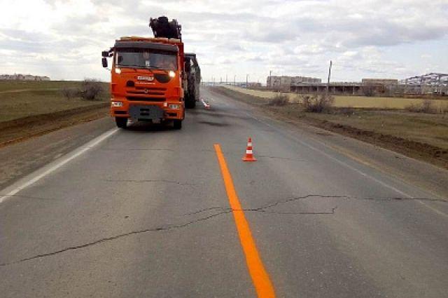 Дорожники впервые за 15 лет ремонтируют трассу Орск-Новоорск.