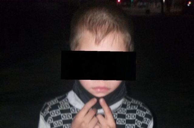 В Оренбурге мальчик во время прогулки забыл дорогу домой.