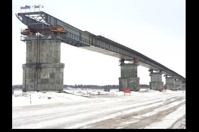 До начала 2021 года завершат строительство моста через Пур