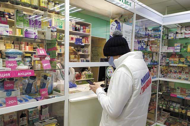 Волонтёры центра продолжают активно помогать всем, кто сейчас не может выходить из дома. Они привозят пожилым людям продукты и лекарства.