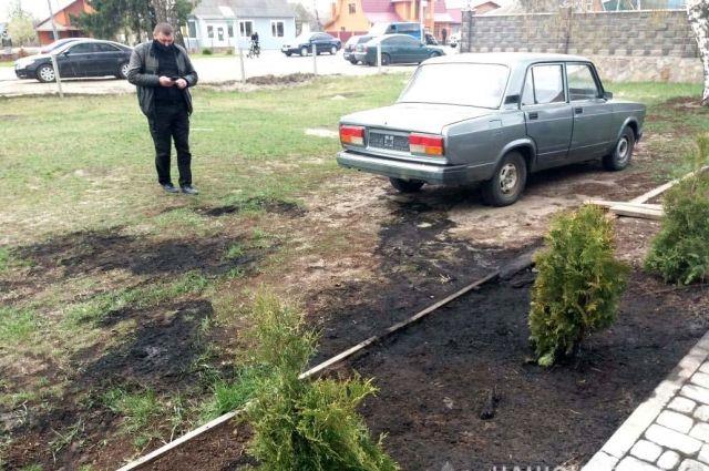 В Ровенской области мужчина облил бензином и поджег автомобиль полиции