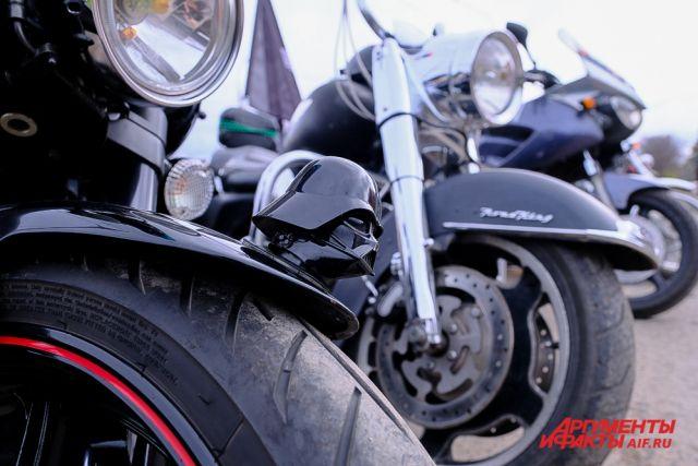 В Ижевске мотоциклисты устроили гонки на пустынной Центральной площади