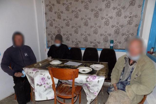 Рабство: в Херсонской области бездомных удерживали в качестве рабочей силы