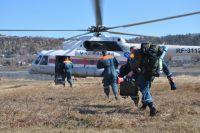Пропавших ищут с вертолёта Ми-8.