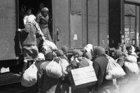 К осени 1941 года Этя с мамой пережили уже две эвакуации.