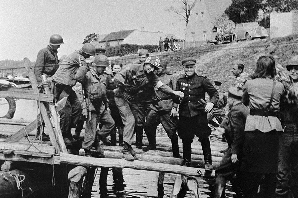 Встреча советских и американских войск на Эльбе в районе Торгау.