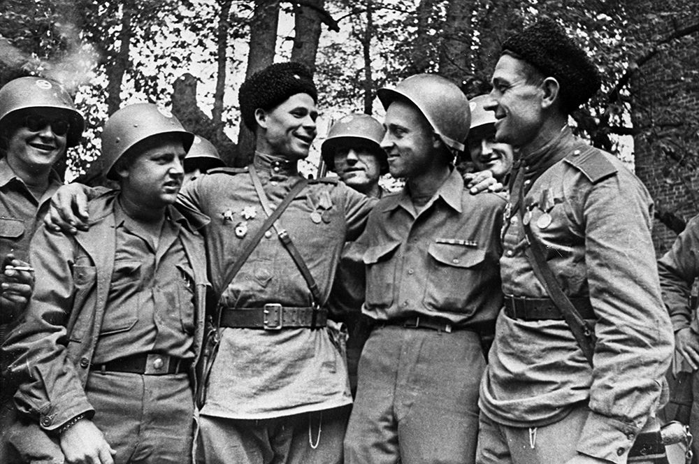 Встреча американских и советских солдат 25 апреля 1945 года недалеко от города Торгау.
