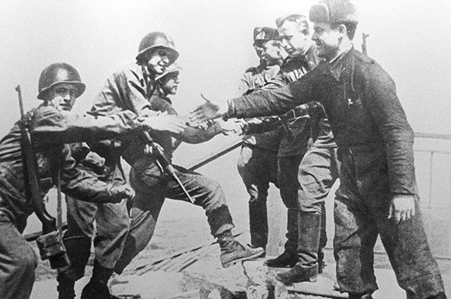 Встреча на Эльбе — войска 1-го Украинского фронта встретились с войсками 1-й армии США.
