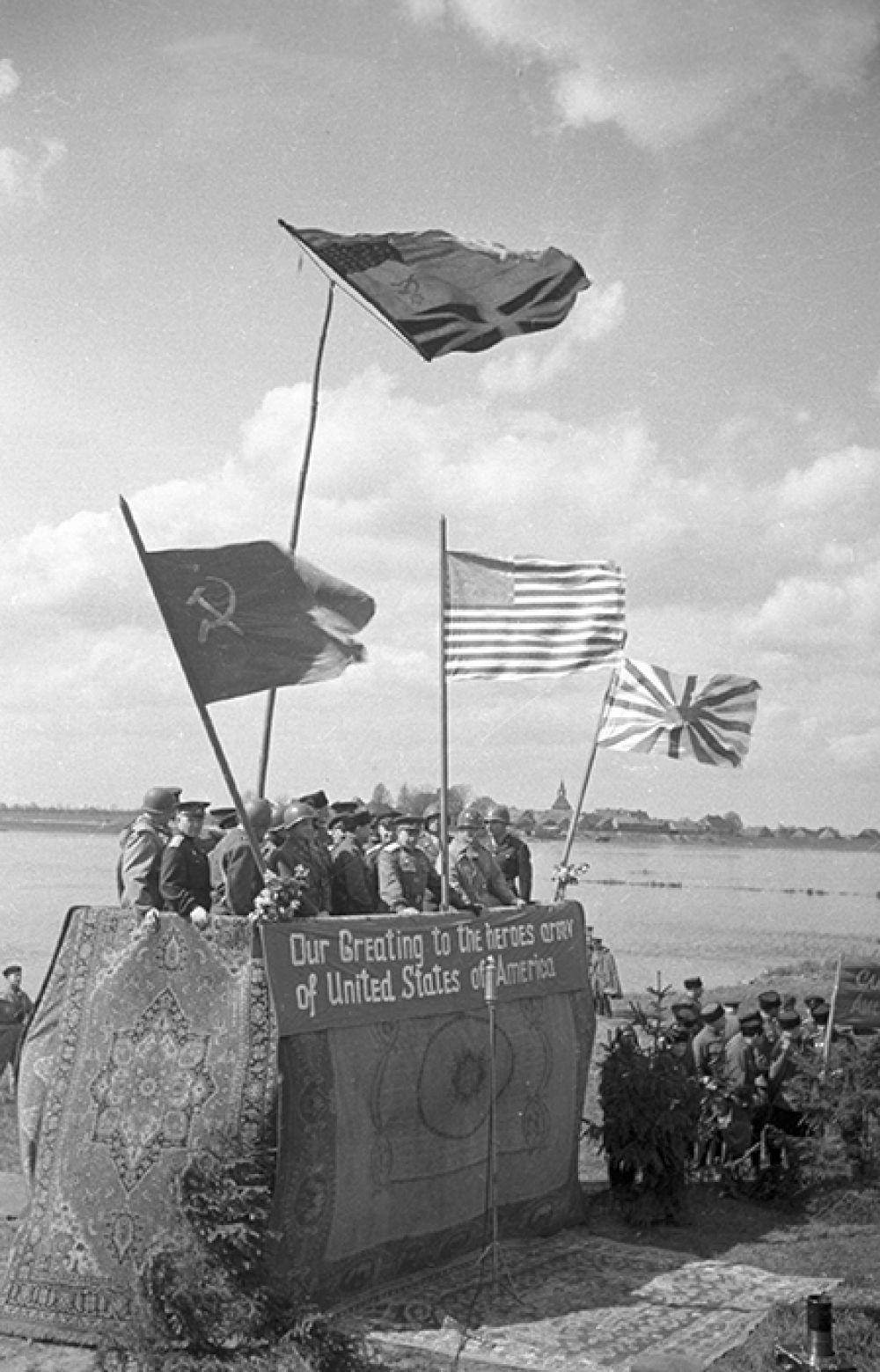 Митинг по случаю встречи на Эльбе 3-го гвардейского кавалерийского корпуса генерал-лейтенанта Н.О. Осликовского с частями 13-го армейского корпуса США генерала Гилля.