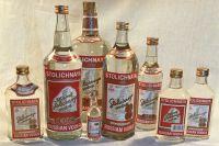 Водка в различной таре — продукция Московского завода «Кристалл».