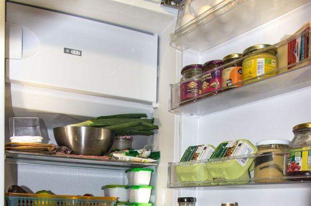 Неравнодушные люди перечислили ей деньги, купили новый холодильник и продукты.