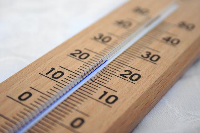 Температура выше климатической нормы на 10-12 градусов.
