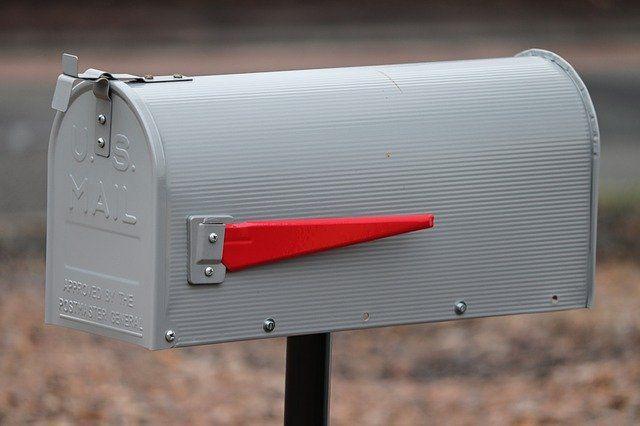 Тобольские почтальоны доставляют посылки даже во время весеннего паводка