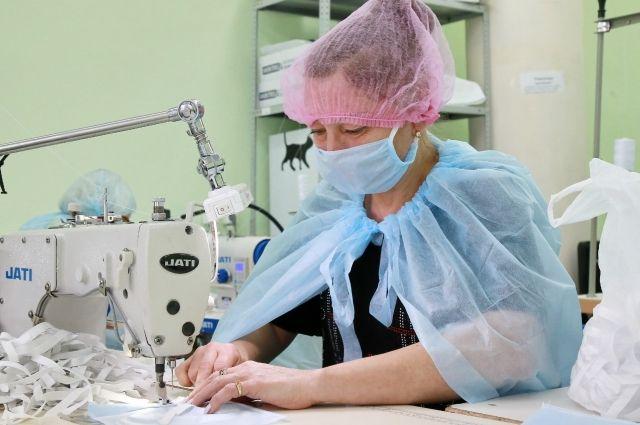 Многие новосибирские предприятия перешли на пошив предмета первой необходимости.