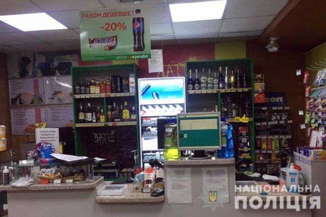 В Донецкой области собутыльники в медицинских масках ограбили заправку