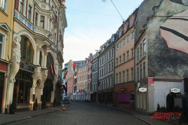 Улицы Старой Риги после объявления ЧП ( суббота в 17.00 вечера), ранее в Старом городе было полно туристов, а теперь улицы опустели.