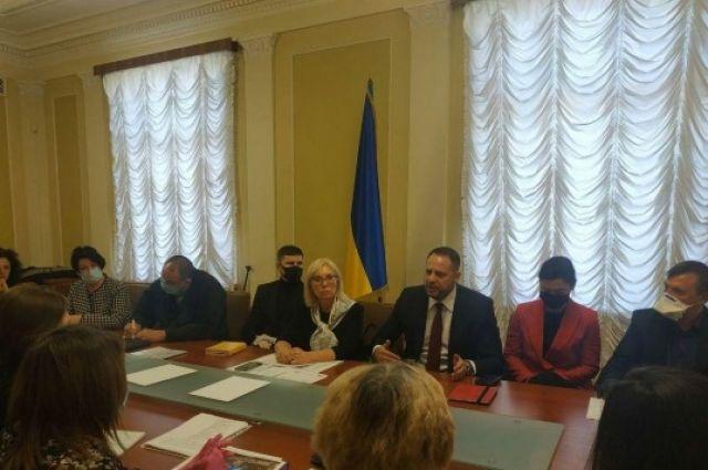 ОПУ создаст рабочую группу по вопросам освобождения пленных из ОРДЛО