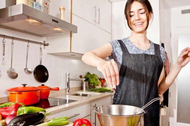 Хозяйкам на заметку: полезные советы на кухне, о которых вы могли не знать