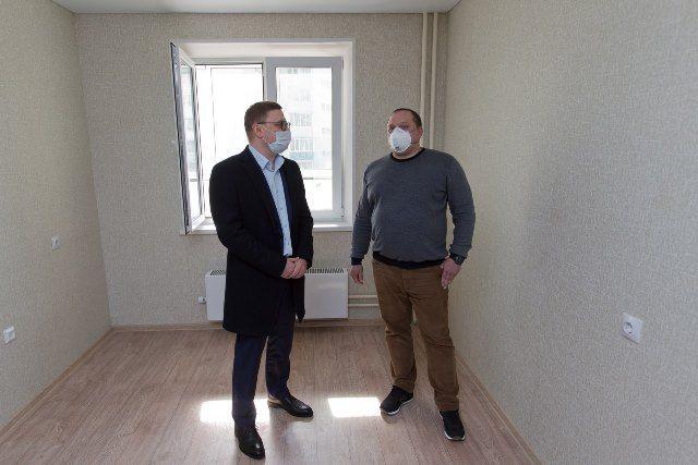 Алексей Текслер убедился, что квартиры в новом доме готовы хоть сейчас принять новосёлов.