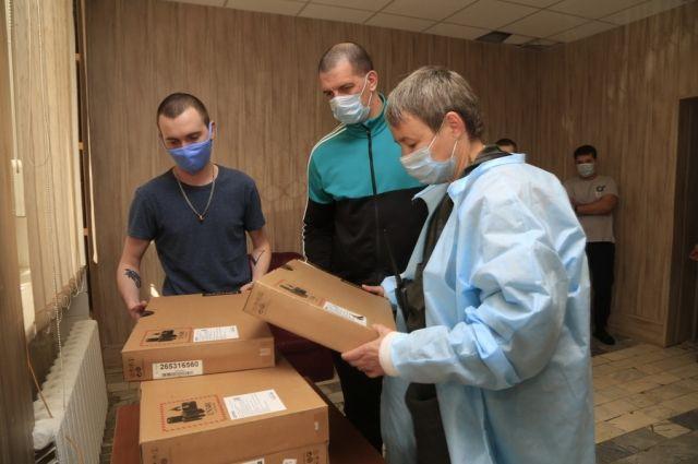 Три фельдшера из состава противоэпидемических бригад продолжают жить на рабочем месте в буквальном смысле слова.