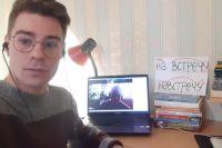 Онлайн-занятия – любимый формат Талашманова, но даже они не заменят живые уроки.