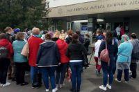 В столице медики, работающие с больными на коронавирус вышли на митинг