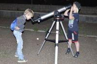 Загадки космоса особенно манят детей. Взрослым нужно брать с них пример.