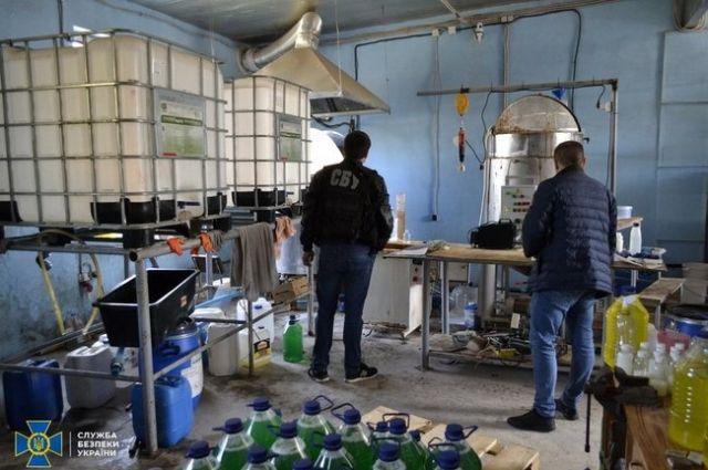 В Сумах правоохранители пресекли подпольное производство антисептиков
