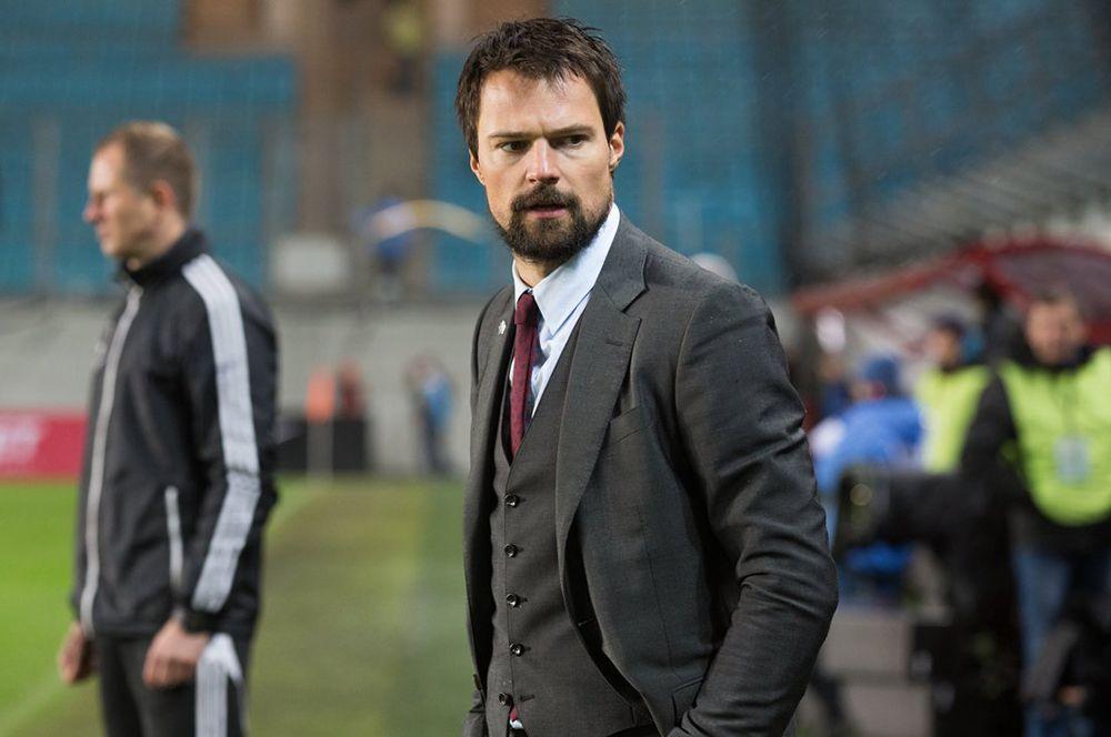 «Тренер» (2018) — футболист и тренер команды «Метеор» Юрий Столешников.