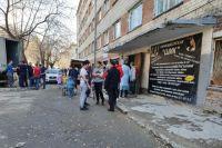 Сейчас тюменцам из пятиэтажки с трещинами остается лишь ждать.