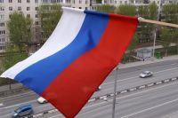 Тюменцы на Первомай украсили окна и балконы российским триколором