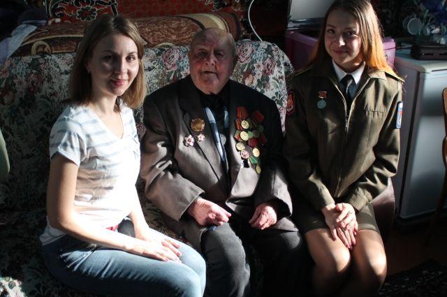 Архип Андреевич Янов защищал Москву, затем освобождал Украину и Румынию, участник Курской битвы, в 1944 попал в плен.