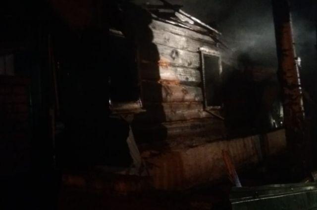 В Шарлыкском районе в сгоревшем доме обнаружены тела пенсионеров.