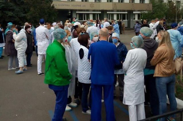 В Киеве медики одной из больниц не получили доплат: мэр объяснил причину