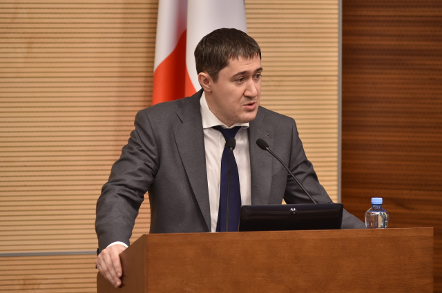 Дмитрий Махонин заявил, что для ответов на актуальные вопросы медиков в регионе заработала горячая линия.