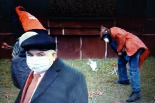 Хафиз Миргалимов пришел к памятнику Ленину в маске.