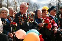Василий Стрекалов (в центре) на Параде Победы 9 Мая 2009 года.