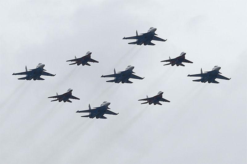 Истребители МиГ-29 и Су-30СМ.