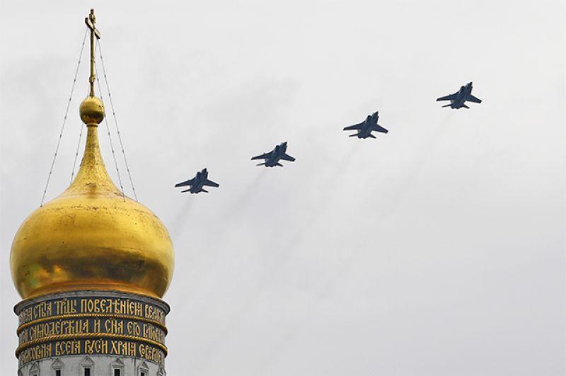 Истребители-перехватчики МиГ-31БМ с гиперзвуковыми ракетами