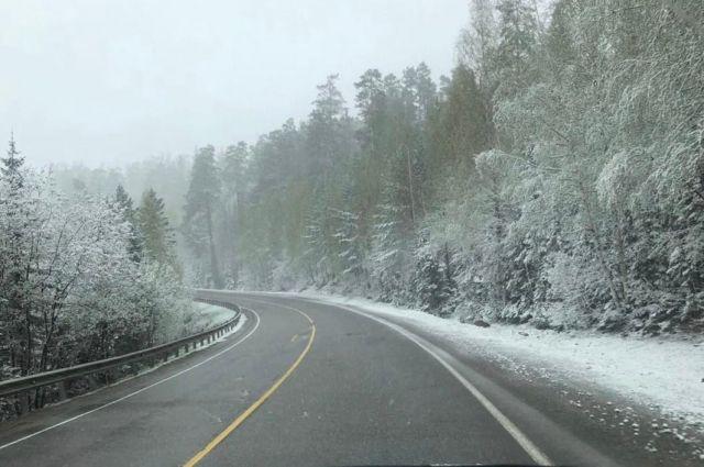 Снег выпал на подъезде к Бирюсе.