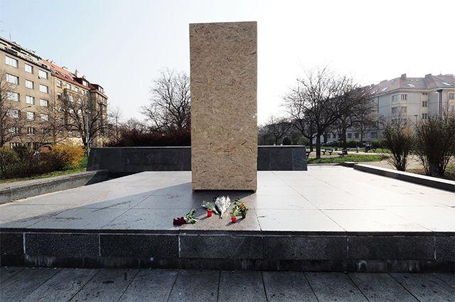 Место, где находился памятник маршалу СССР Ивану Коневу в Праге.